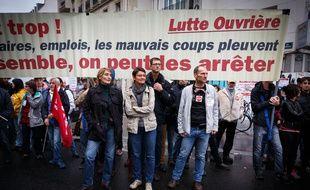 Nathalie Artaud et des militants de Lutte ouvrière dans une manifestation contre le projet de réforme des retraites, le 24 septembre 2019.