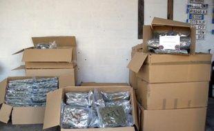 Des sacs de cannabis saisis par les douanes lors d'un contrôle sur l'A9 à Montpellier le 12 février 2015