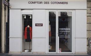 Une boutique Comptoir des Cotonniers, à Cannes le 18 mars 2020.