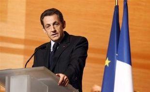 Nicolas Sarkozy a indiqué samedi qu'il se rendrait dimanche dans le département de la Gironde, balayé ainsi que tout le Sud-Ouest du pays par une violente tempête qui a fait trois morts, selon un bilan provisoire, et privé 1,7 million de foyers d'électricité.