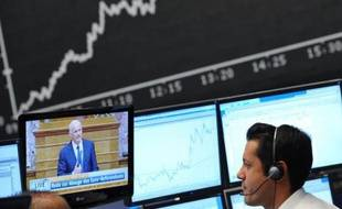 Les marchés financiers ont poursuivi leur rebond jeudi, revigorés par la baisse surprise du taux directeur de la BCE et la perspective d'une annulation du référendum en Grèce, mais restaient prudents en guettant des informations en provenance du G20 à Cannes.