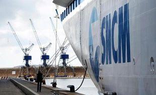 """Le ferry """"Danielle Casanova"""" de la SNCM dans le port de Marseille, le 9 janvier 2014"""