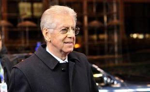 Une dizaine d'enveloppes contenant des balles et adressées au chef du gouvernement italien Mario Monti, à son prédécesseur Silvio Berlusconi, ainsi qu'à des directeurs de journaux, ont été interceptées jeudi soir dans un centre postal, ont annoncé vendredi les médias.