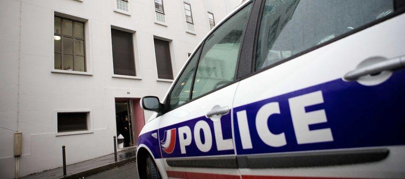 Illustration d'une voiture de police.