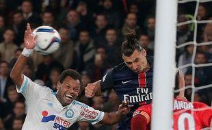 Rolando au duel avec Zlatan Ibrahimovic