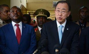 Le président burundais Pierre Nkurunziza (g) et le secrétaire général des Nations unies, Ban Ki-moon, le 23 février 2016 à Bujumbura