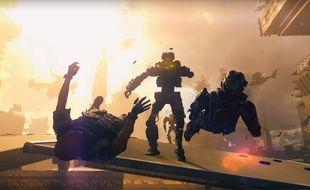 Un robot met à terre deux soldats dans Call of Duty Black Ops 3.