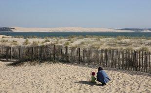 Une plage du Cap Ferret face à la Dune du Pilat.