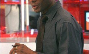 """Harry Roselmack, journaliste d'origine martiniquaise, va rejoindre le groupe TF1 à partir de la fin du deuxième trimestre 2006 pour présenter des journaux sur LCI et va remplacer l'été prochain Patrick Poivre d'Arvor au """"20H00"""" de TF1, a indiqué TF1 lundi."""