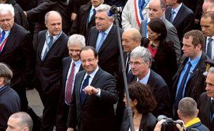 """François Hollande a maintenu sa """"volonté"""" de parvenir à une baisse du chômage """"à la fin de l'année"""" en dépit de l'Insee qui prévoit que celui-ci va continuer à augmenter jusqu'en décembre."""