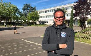 Anthony Guitard, fonctionnaire de police, est présent tous les mardis matin au collège Bellevue à Nantes