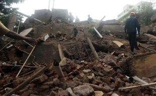 Le bilan de l'effondrement d'un immeuble de Bombay vendredi s'est encore alourdi, passant à 33 morts, a annoncé samedi à l'AFP un haut responsable des secours sur place.