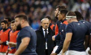 Jacques Brunel, le sélectionneur des Bleus, n'est pas plus inquiet que ça après la défaite du XV de France contre les Fidji, le 24 novembre 2018 au Stade de France.