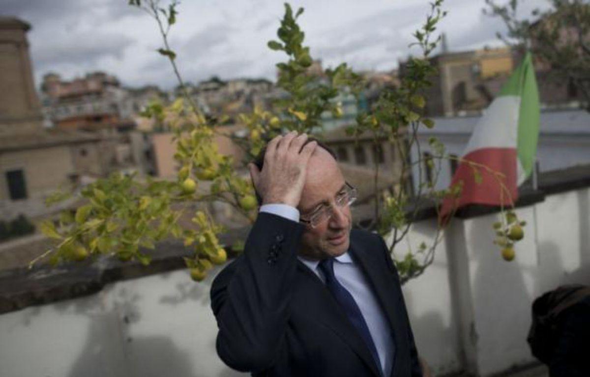"""L'équipe de campagne de François Hollande a annoncé vendredi soir la création en son sein d'un """"observatoire des déplacements du président"""" Sarkozy afin de """"contrôler que le président, dans la période précédant l'annonce éventuelle de sa candidature"""" à la présidentielle respecte la réglementation en vigueur. – Fred Dufour afp.com"""