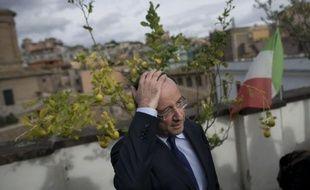 """L'équipe de campagne de François Hollande a annoncé vendredi soir la création en son sein d'un """"observatoire des déplacements du président"""" Sarkozy afin de """"contrôler que le président, dans la période précédant l'annonce éventuelle de sa candidature"""" à la présidentielle respecte la réglementation en vigueur."""