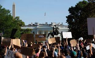 Des manifestants devant la Maison-Blanche, le 1er juin 2020.