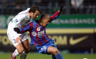Yoan Gouffran (Caen) et Marc Planus (Bordeaux) au duel lors du 5-0 de 2007.