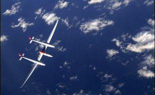 L'Américain Steve Fossett a battu samedi le record du monde de distance aérienne en solitaire et sans escale en dépassant l'aéroport de Shannon, dans le sud-ouest de l'Irlande, à bord de son avion Virgin Atlantic/Global Flyer, a annoncé son équipe au sol.