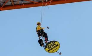 L'ONG Greenpeace a mené une action sur le chantier de Notre-Dame de Paris, le 9 juillet 2020 au matin.