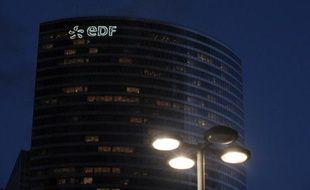 Le logo d'EDF à La Défense, en février 2014