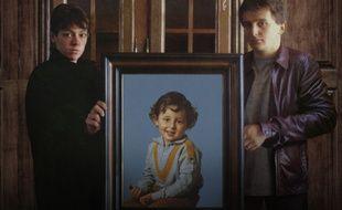 Christine et Jean-Marie Villemin autour d'un portrait de leur fils Grégory.