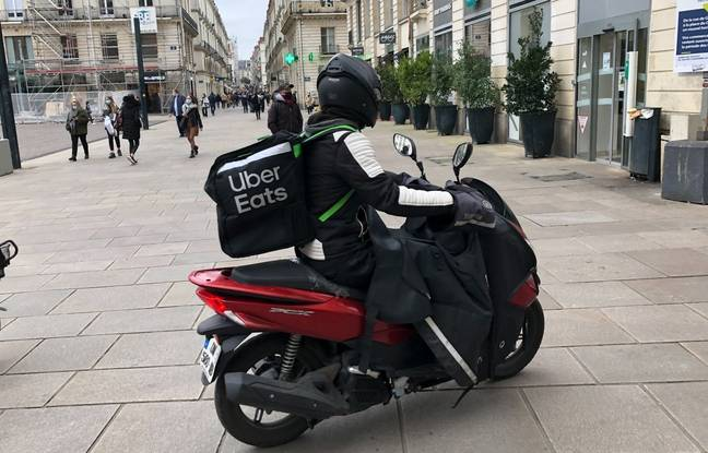 A delivery man working for Uber Eats place Royale in Nantes.