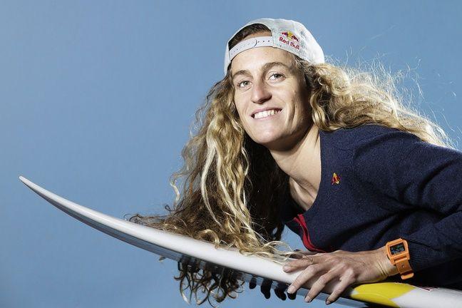 Justine Dupont, 28 ans, est une championne de surf française.