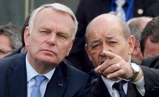 """Le ministre de la Défense Jean-Yves Le Drian a estimé lundi que les négociations pour la vente de l'avion de combat Rafale du groupe Dassault Aviation à l'Inde étaient """"en bonne voie"""" et qu'il n'y avait """"pas de retard particulier"""" dans le processus."""