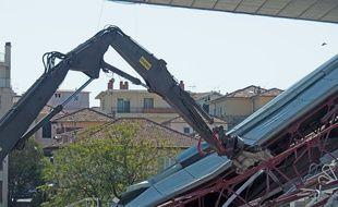 Les casquettes des tribunes ont été démolies