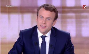 Emmanuel Macron pendant le débat face à Marine Le Pen le 3 mai 2017.