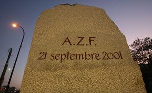 Stèle en hommage aux victimes de la catastrophe du 21 septembre 2001 sur le site AZF