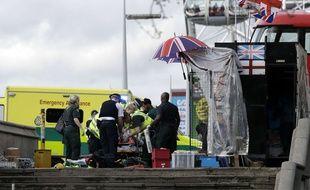 Les secours sur le pont de Westminster, pour aider les blessés lors de l'attaque du 22 mars 2017.