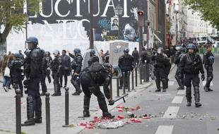 Des membres des forces de l'ordre près de la place de la République, où s'est tenu un rassemblement de policiers dénonçant la «haine anti-flics», le 18 mai 2016 à Paris.