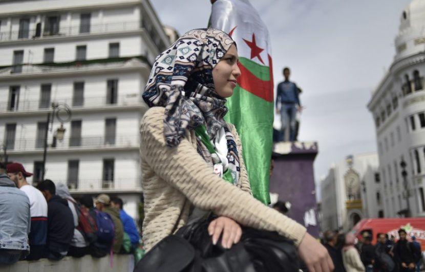 Algérie: «Disparaissez!»... Des milliers d'étudiants et professionnels de santé défilent contre Bouteflika