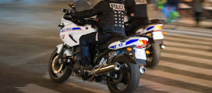 Deux policiers à moto. (Illustration)