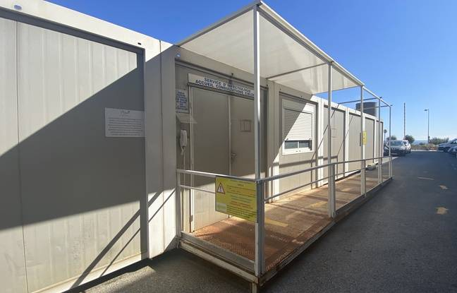 Point de prise en charge des patients suspectés d'être atteints par le coronavirus, à l'hôpital L'Archet à Nice