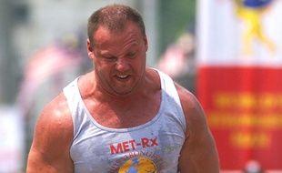 Le nouveau ministre de la Défense letton, Raimonds Bergmanis, lors de la finale du World's strongest man, le 21 septembre 2002, à Kuala Lumpur.
