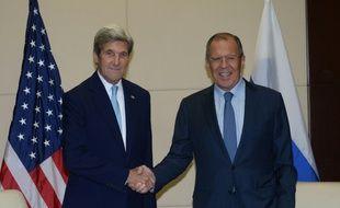 Le secrétaire d'Etat américain John Kerry et son homologue russe Serguei Lavrov le 26 juillet à Ventiane à Laos