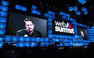 Le lanceur d'alerte Edward Snowden en duplex depuis la Russie lors du Web Summit de Lisbonne le 4 novembre 2019.