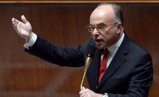 """Le ministre délégué au Budget, Bernard Cazeneuve, a annoncé jeudi à l'Assemblée que les pénalités pour les fraudeurs au fisc venant régulariser leur situation seraient modulées, avec 15% pour les fraudeurs """"passifs"""" et 30% pour les """"actifs""""."""