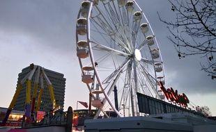 Illustration de la grande roue installée à la fête foraine de Rennes fin décembre 2016.