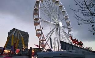 La grande roue 33 mètres de haut installée en 2016 à la fête foraine de Rennes sera déplacée sur le mail Mitterrand.