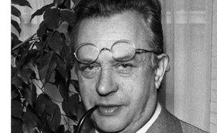 Pionnier de la télévision, Pierre Dumayet, mort jeudi à l'âge de 88 ans, se voulait un artisan du petit écran, qu'il voyait comme un moyen de faire partager ses passions, notamment celle de la littérature.
