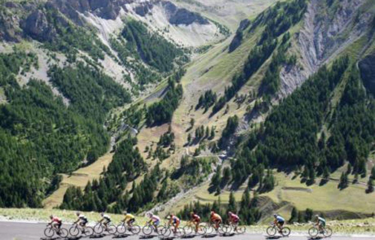 Une épreuve du tour de France, en 2008, sur le col de la Bonnette – J. SAGET / AFP
