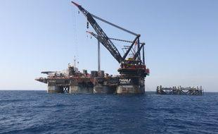 Une plateforme pétrolière en mer Méditerranée (image d'illustration).
