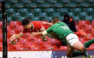 Louis Rees-Zammit inscrit l'essai de la gagne pour les Gallois face à l'Irlande, le 7 février 2021.