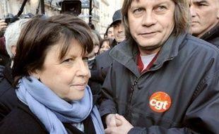 Plus d'un million de personnes (1.080.000) selon la police, et 2,5 millions selon la CGT, ont défilé en France jeudi dans les manifestations, à l'occasion de la journée d'action intersyndicale contre la politique sociale du gouvernement.