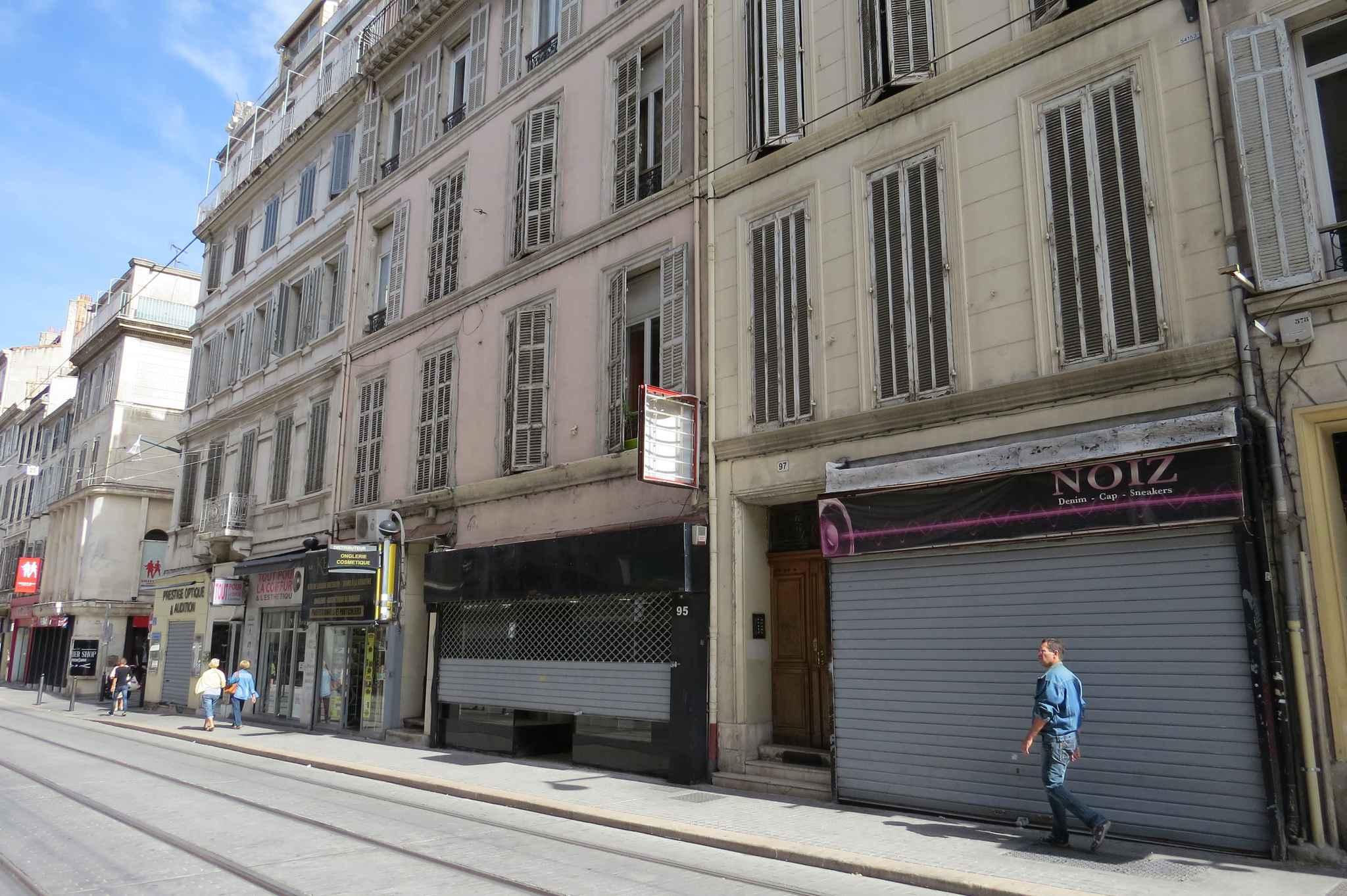 Marseille les commer ants du centre ville veulent une for Bus salon miramas