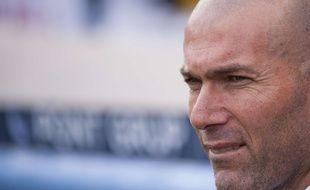Zinédine Zidane sur le banc du Real Madrid lors du derby perdu contre l'Atlético (0-1), le 27 février 2016.