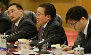 Le président mongolien Tsakhiagiin Elbegdorj (C) à Pékin le 10 novembre 2015